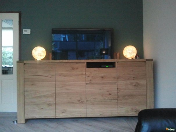 Stoer dressoir met TV lift