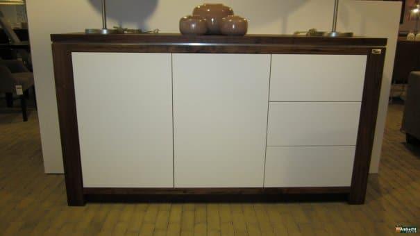 Noten dressoir met RAL9010 fronten